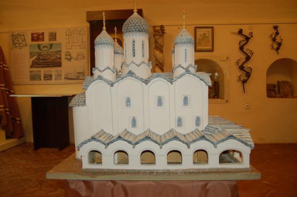 Выставка в честь юбилея Успенского собора